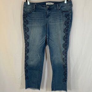 Torrid Blue Aztec/Triangle Print Cropped Jeans